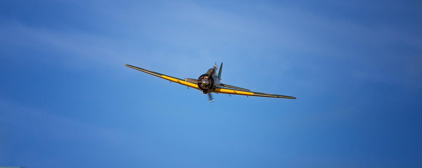 D800-027727-FlyingatSierraPointParkway