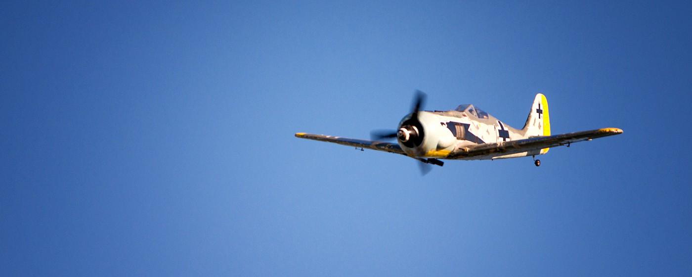 D800-027780-FlyingatSierraPointParkway