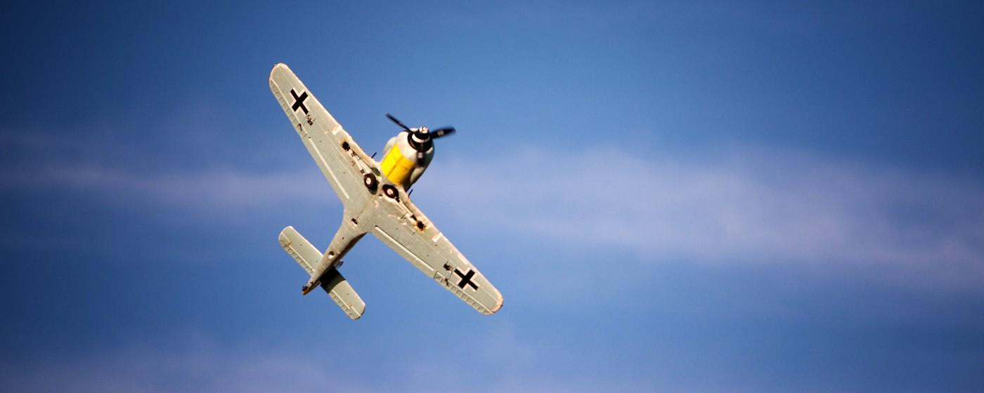 D800-027793-FlyingatSierraPointParkway