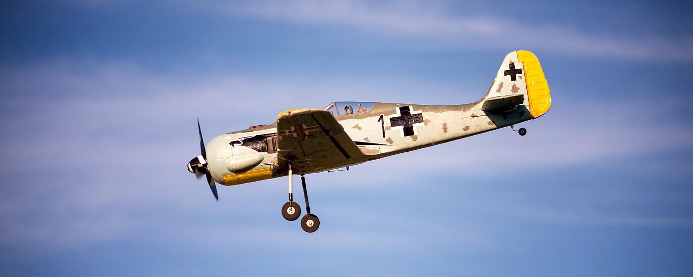 D800-027803-FlyingatSierraPointParkway