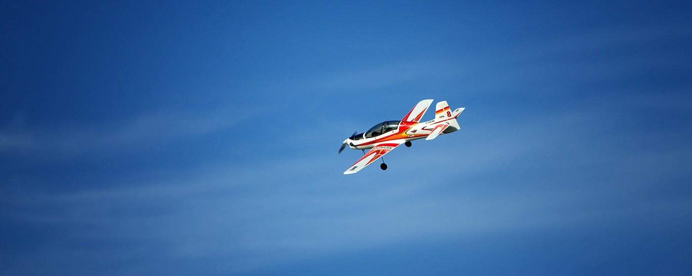 D800-027822-FlyingatSierraPointParkway