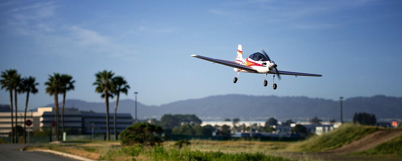 D800-027840-FlyingatSierraPointParkway