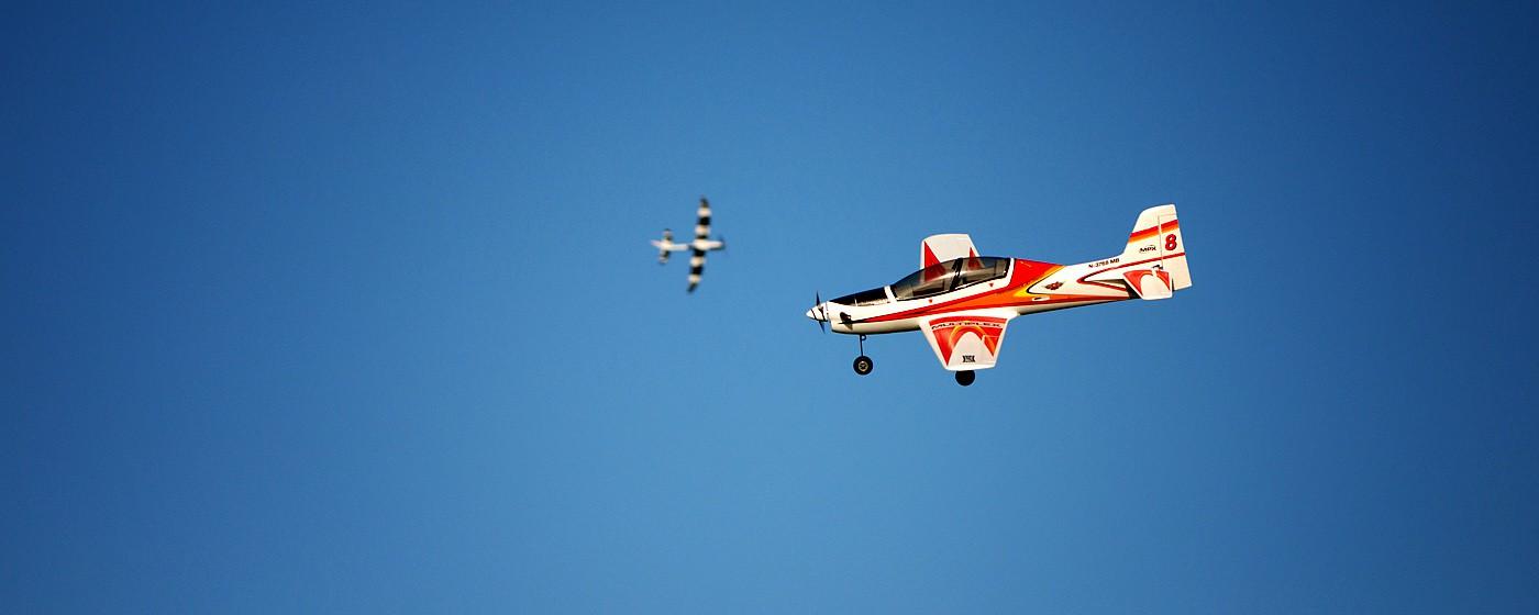D800-027844-FlyingatSierraPointParkway